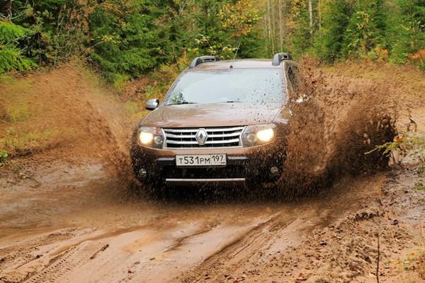 Фото: Renault Duster в грязи
