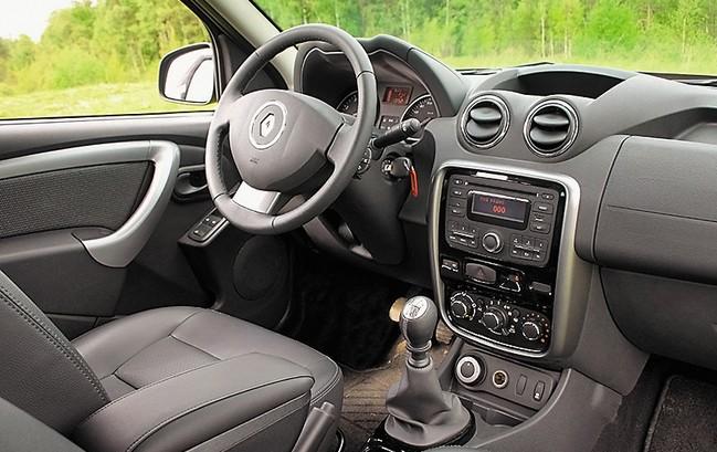 Renault Duster 2.0 MT интерьер