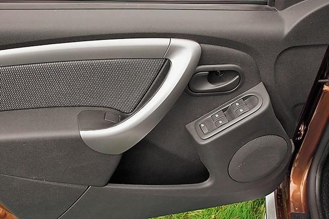 Renault Duster 2.0 MT блок управления стеклоподъемниками